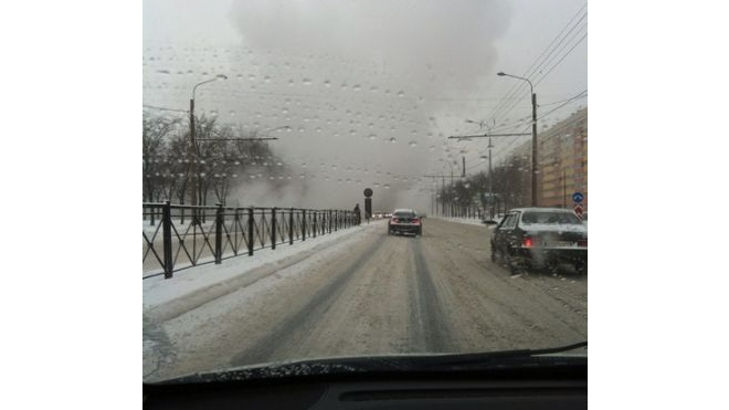 На Маршала Жукова до сих пор пробка из-за прорыва трубы