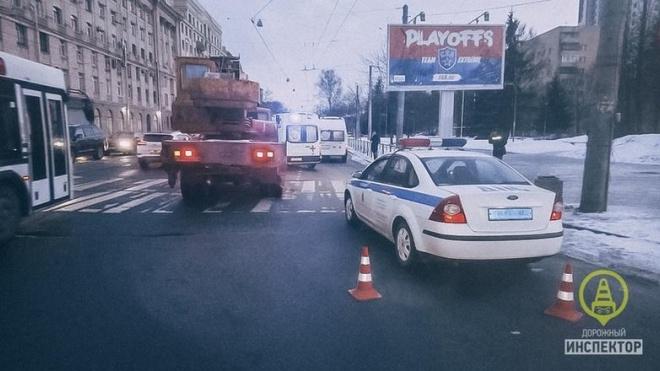 КамАЗ сбил двух пенсионерок на проспекте Энгельса