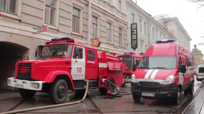 Квартиру в Калининском районе тушили около часа