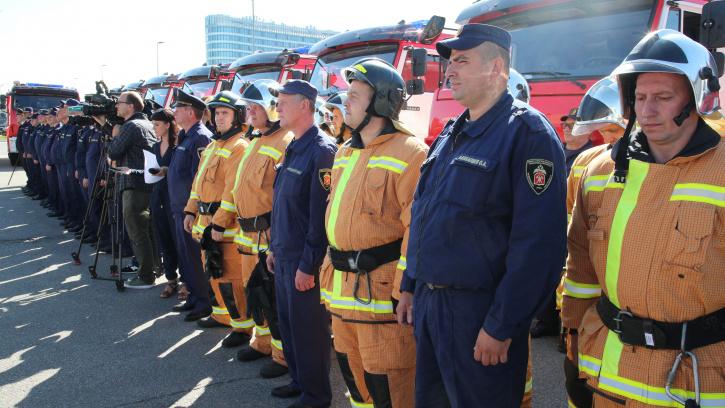 В Петербурге 13 пожарно-спасательных частей получили новую спецтехнику