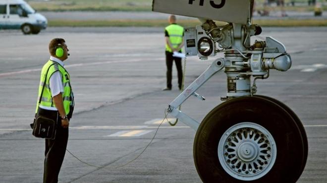 Неизвестная женщина наврала про бомбу на борту самолета Петербург – Москва