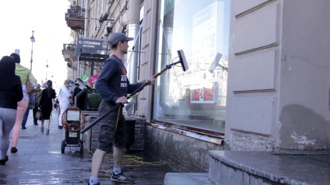 Смольный рассчитывает начать весеннюю генеральную уборку после мартовских снегопадов