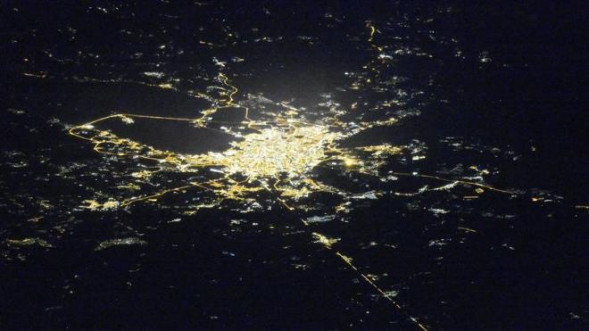 С МКС сфотографировали ночной Петербург