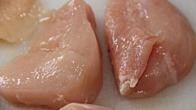 В магазинах Петербурга нашли смертельно опасное мясо птицы