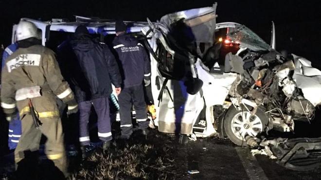 В Ростовской области в ДТП с микроавтобусом и фурой погибли 4 человека
