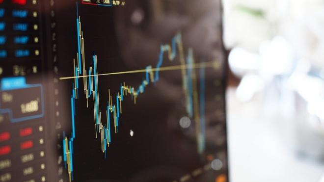 Центробанк начал дополнительную продажу валюты на бирже
