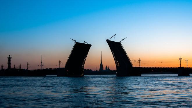 Минтранс хочет пустить под разведенные мосты новые пассажирские суда