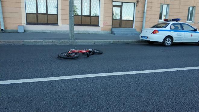 Водитель Renault сбил велосипедиста на Большеохтинском проспекте