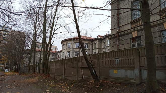Суд временно запретил строительство на месте ВНИИБ