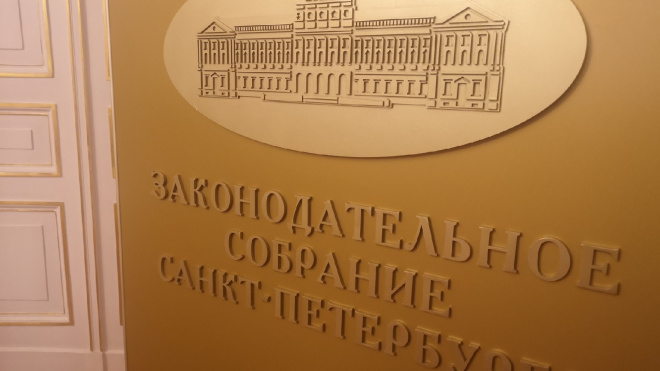 Макаров считает себя равным остальным депутатам петербургского ЗакСа