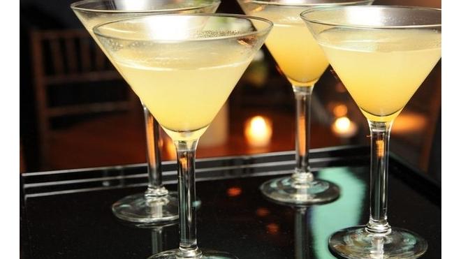 Как приготовить коктейль из огурца и бальзамического уксуса? Сегодня в 13.00 на канале Piter.TV