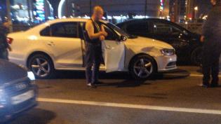 Пьяного водителя привязали к машине после ДТП на Петергофском шоссе