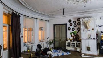 В ЗакСе распорядились расселить коммуналки и организовать капремонт исторически важных домов
