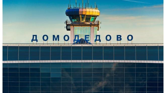 """В """"Домодедово"""" самолет увяз в расплавленном из-за аномальной жары асфальте"""