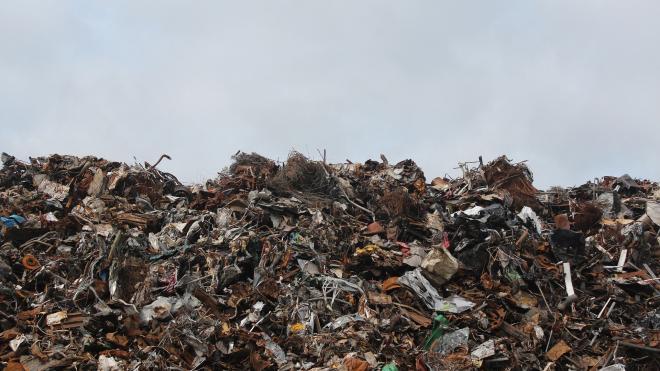 Смольный не поддержал идею губернатора Ленобласти о создании единого мусорного оператора