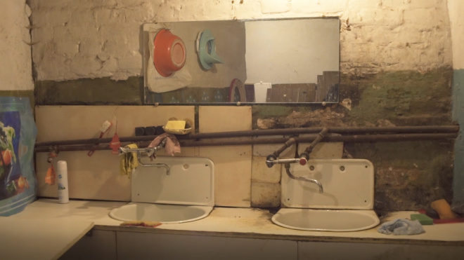 В Стрельне в коммуналке после ссоры с бригадиром нашли труп уроженца Украины