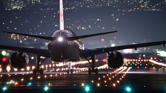 Совершивший экстренную посадку самолет вылетит из Петербурга только завтра