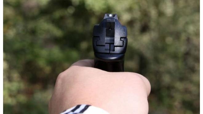В Шушарах один водитель выстрелил в другого из травматического пистолета