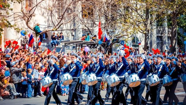 Петербуржцев попросили носить маски во время празднования Дня Победы