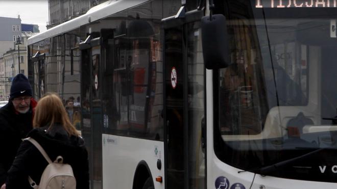 В 2020 году в петербургских автобусах не будет кондукторов