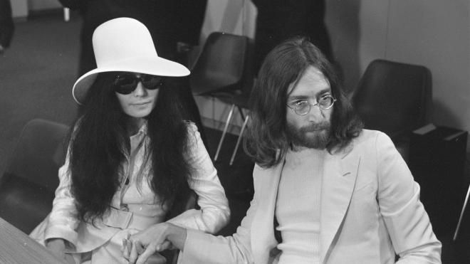 Убийца Джона Леннона извинился перед его вдовой спустя 40 лет