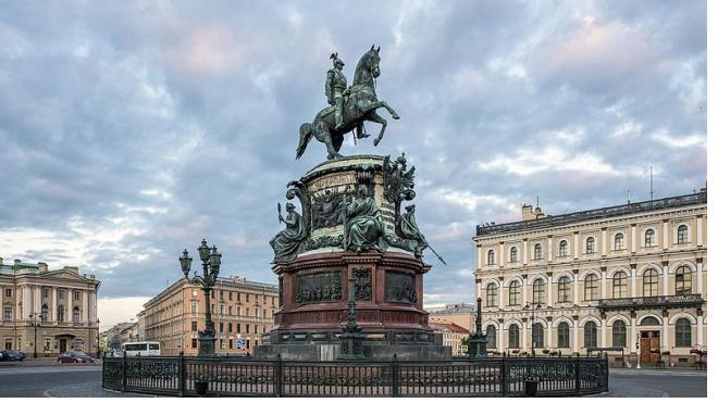 В Петербурге выделено почти 40 млн рублей на продолжение реставрации памятника Николаю I