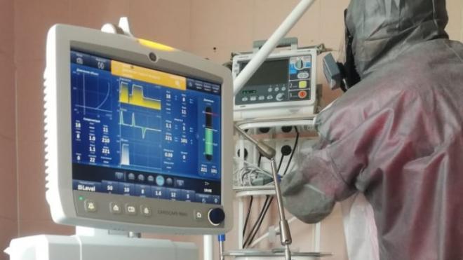 В больницы Ленобласти поступят 180 аппаратов ИВЛ до конца лета