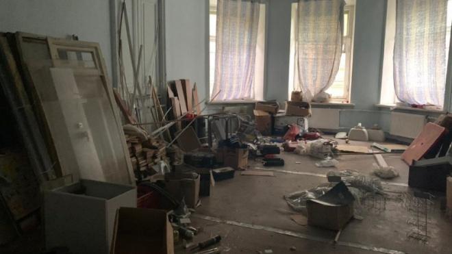 Мигрантов выселили из исторического здания на Моховой улице