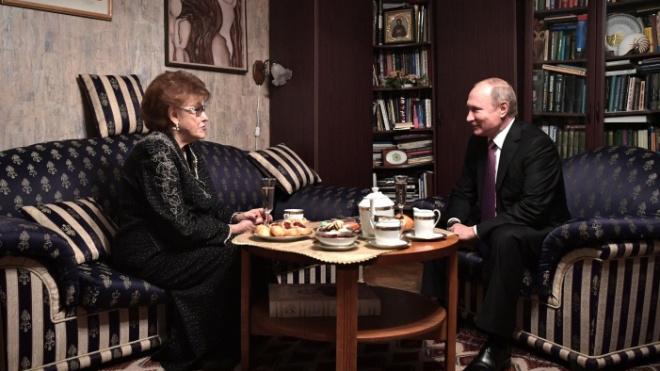 Владимир Путин вручил лингвисту Вербицкой премию за укрепление единства нации
