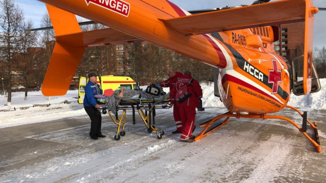 Жителя Волхова из-за сильной астмы пришлось доставлять в Петербург на вертолете