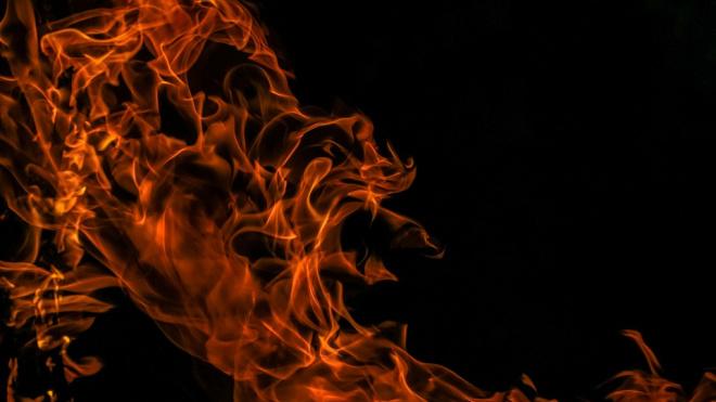Ночью в Петербурге загорелись сразу три иномарки