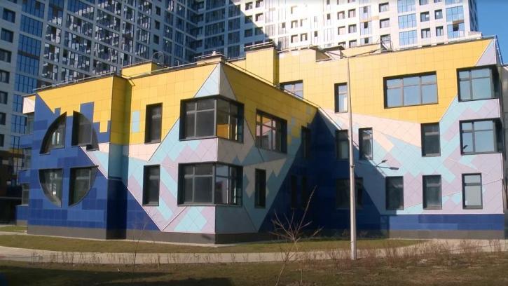 В Петербурге за счет бюджетных кредитов ликвидируют отставание в строительстве социальных объектов
