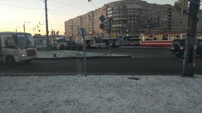 Поломка светофоров обернулась транспортным коллапсом на проспекте Славы