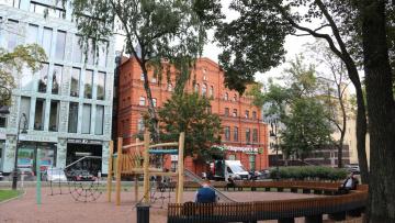 На Петроградской стороне завершено благоустройство Дивенского сада
