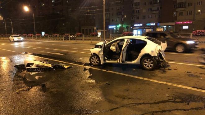 В Петербургепьяный сотрудник автомойки угнал BMW и устроил аварию