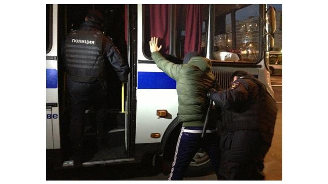 Столичная полиция проводит массовые задержания