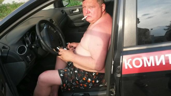 Голый мужик катался по поселку Невская Дубровка на машине Следственного комитета