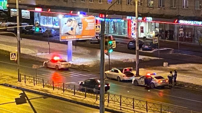 """На Ленинском проспекте задержали пьяного автомобилиста на """"Мерседесе"""""""