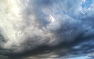 В Петербурге объявили штормовое предупреждение