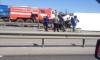 Автожесть: на КАД грузовик разорвало отбойником