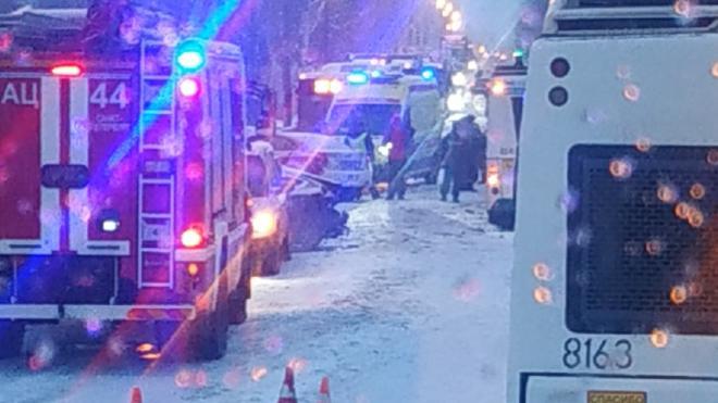 На Петрозаводском шоссе произошло массовое ДТП с участием автобуса
