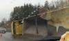 Грузовик с щебнем устал и лег полежать на Новоприозерском шоссе