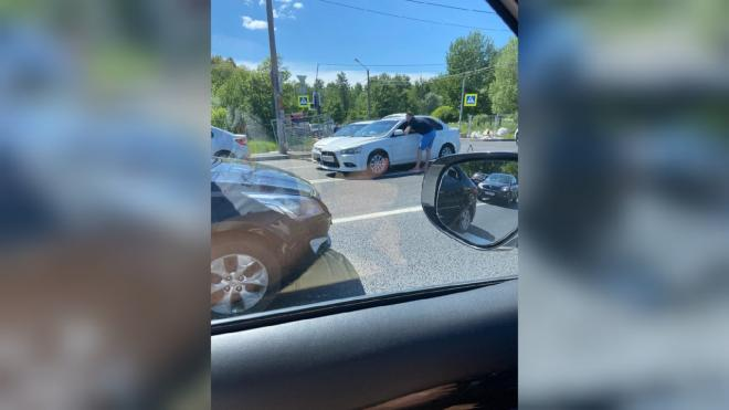 Uber и Mitsubishi столкнулись у Петергофского шоссе