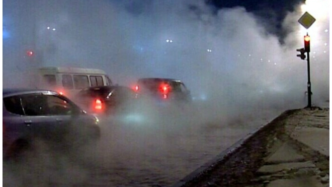 В Кировском районе Санкт-Петербурга прорвало трубопровод горячего водоснабжения
