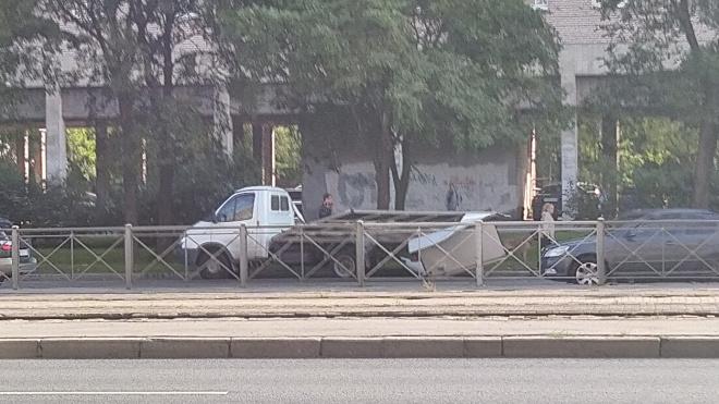 """Две """"Газели"""" развалились в ДТП на Бухарестской улице"""