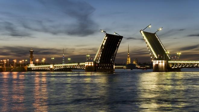 Ночью на вторник два моста в Петербурге разведут по необычному графику
