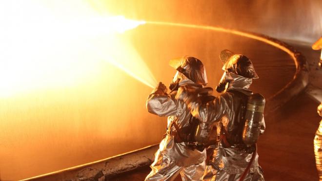 В Невском районе пожарные тушили огонь около трех часов