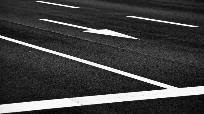 В 18 районах Петербурга остановили конкурсы на обновление разметки дорог