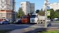 Два грузовика перегородили пересечение проспектов ...