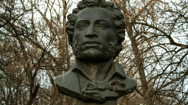 Пушкин и Есенин вошли в топ самых узнаваемых поэтов